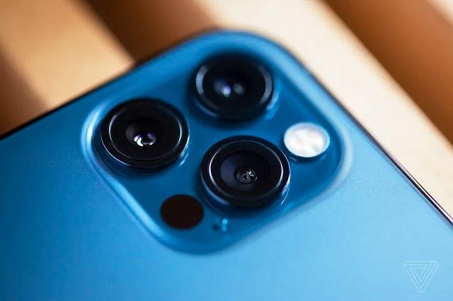 Gắn iPhone vào xe máy có thể làm hỏng camera