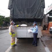 Phát hiện 9 tấn nguyên liệu thức ăn chăn nuôi vi phạm nhãn tại Tiền Giang