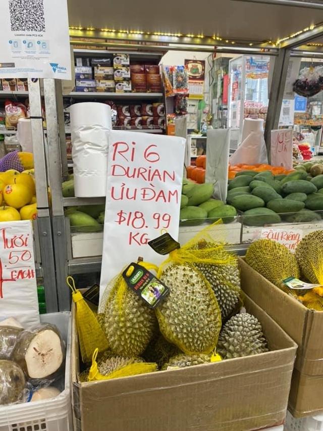Sầu riêng Việt Nam bày bán tại Australia. Ảnh: Diệu Linh/TTXVN