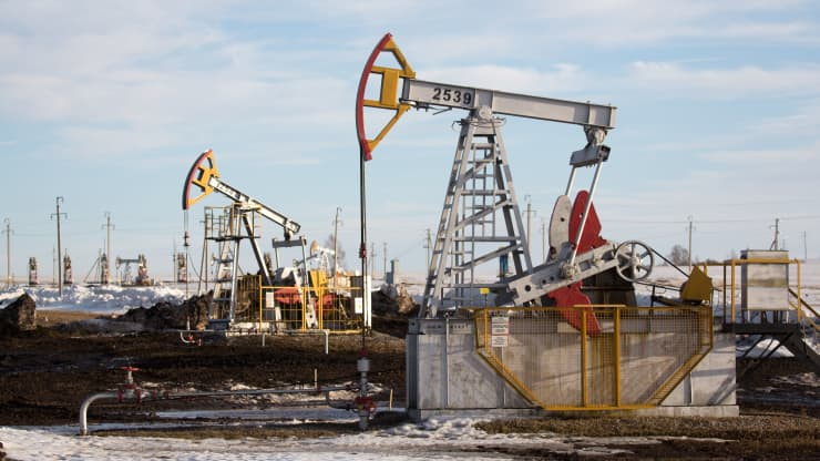 Lo ngại nguồn cung ở Mỹ, giá dầu lên đỉnh 6 tuần