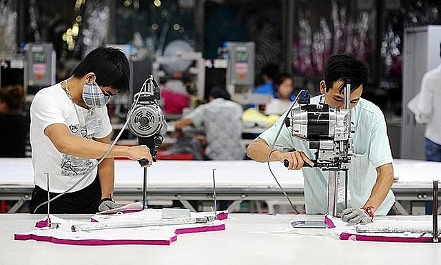 Nike, Adidas gặp khó khăn vì các nhà máy tại Việt Nam đóng cửa