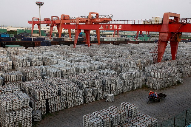 Ảnh: Giá nhôm tăng lên 3.000 USD lần đầu tiên kể từ năm 2008 trong bối cảnh Trung Quốc hạn chế sản xuất, làm dấy lên lo ngại nguồn cung sẽ thiếu hụt. Ảnh: Reuters.