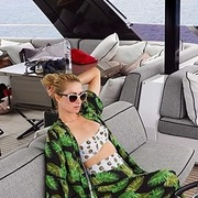 Trên chiếc du thuyền siêu tiện nghi Paris Hilton hưởng trăng mật sớm