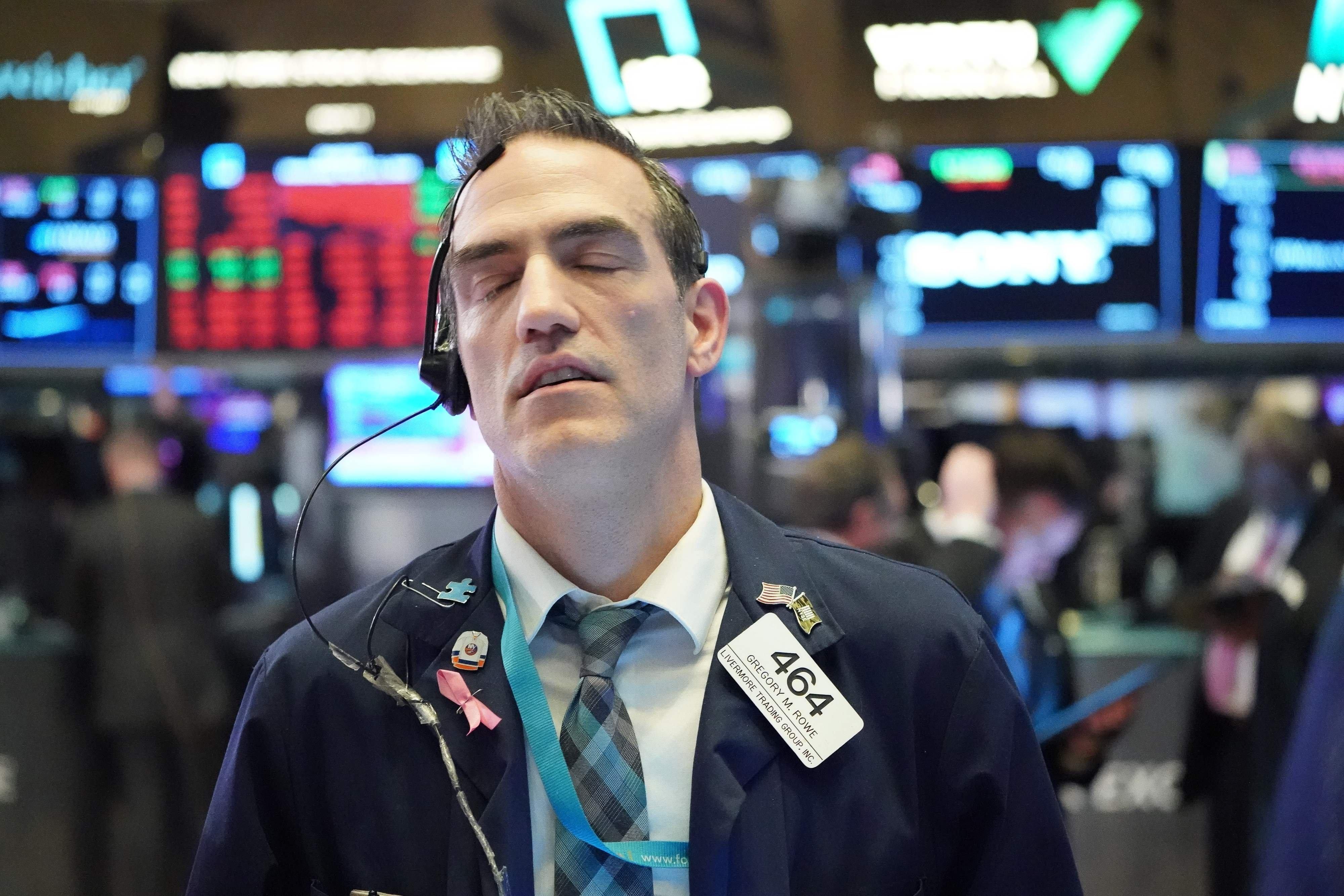 Lo ngại bất ổn kinh tế, tăng thuế doanh nghiệp, Phố Wall giảm