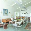 <p> Trong nhà, nội thất mang gam màu trung tính để hướng sự tập trung của con người ra thiên nhiên bên ngoài.</p>