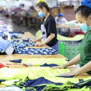 Covid-19 gây khó khăn cho các nhà sản xuất, bán lẻ tại Việt Nam
