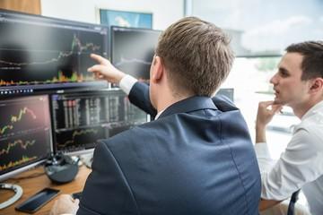 Khối ngoại bán ròng 1.700 tỷ đồng trên HoSE, mua ròng kỷ lục ở HNX trong phiên 17/9