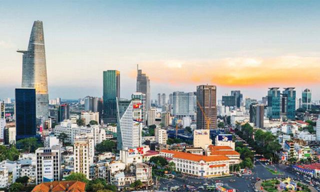 Bí thư Thành ủy TP HCM Nguyễn Văn Nên nhấn mạnh cần chuẩn bị chiến lược để TP chuyển sang giai đoạn bình thường mới – sống trong môi trường có Covid-19.