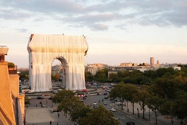 Khải Hoàn Môn biểu tượng của Paris được bọc kín trong 25.000 m2 vải