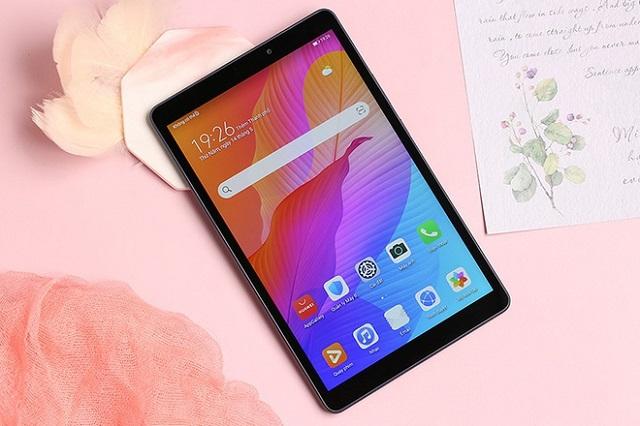 Huawei MatePad T8 có ngoại hình nhỏ gọn, giá tốt phù hợp để học online. Ảnh: Giang Ngân Nhi.