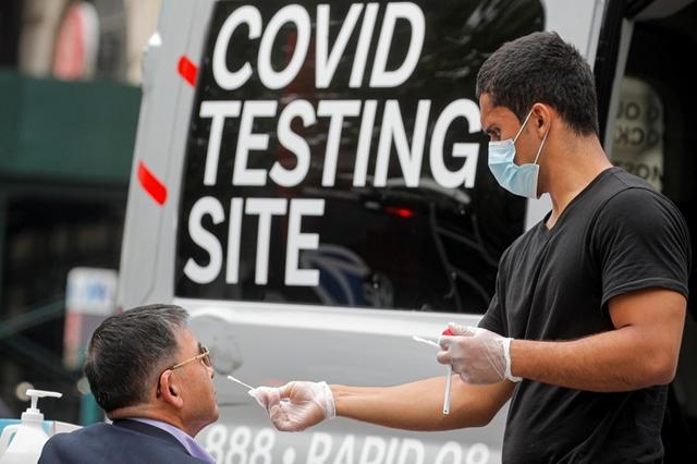 Biến chủng Delta đã đẩy số ca mắc Covid-19 ở Mỹ lên cao, làm tăng nhu cầu xét nghiệm nhanh. Ảnh: Reuters.