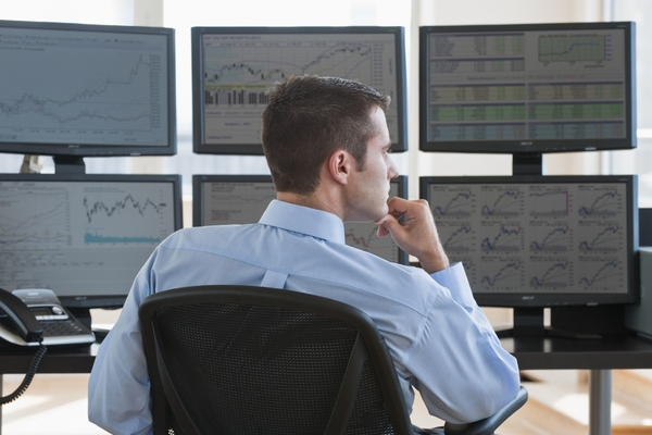 Nhà đầu tư nên chọn chiến lược nào trong giao dịch chứng khoán?