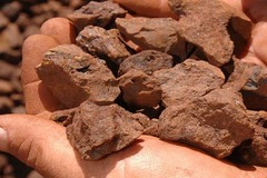 Giá quặng sắt 'lên đỉnh' rồi nhanh chóng 'mất hút' không chỉ do cung, cầu