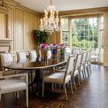 """<p class=""""Normal""""> Đối với những người yêu thích kiến trúc, ngôi nhà có một điểm đặc biệt là trong suốt 84 năm không hề thay đổi cấu trúc mà chỉ được tu sửa lại một chút ít. Đó là những chi tiết như cửa sổ kính cong từ sàn đến trần, cửa trượt bằng kim loại, cầu thang và phòng ăn vẫn nguyên vẹn.<span style=""""color:rgb(34,34,34);"""">Ảnh:</span><em style=""""color:rgb(34,34,34);"""">Hilton and Hyland</em></p>"""