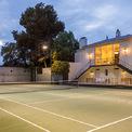 """<p class=""""Normal""""> <span>Sau khi mua được căn biệt thự này, cựu CEO của Google Eric Schmidt đã bổ sung thêm danh sách bất động sản của mình. Trước đó, ông đã mua villa Solana trị giá 30,8 triệu USD, khu phức hợp Montecito trị giá 20 triệu USD và một căn penthouse tại Manhattan với giá 15 triệu USD.</span><span style=""""color:rgb(34,34,34);"""">Ảnh: <em>Hilton and Hyland</em></span></p>"""