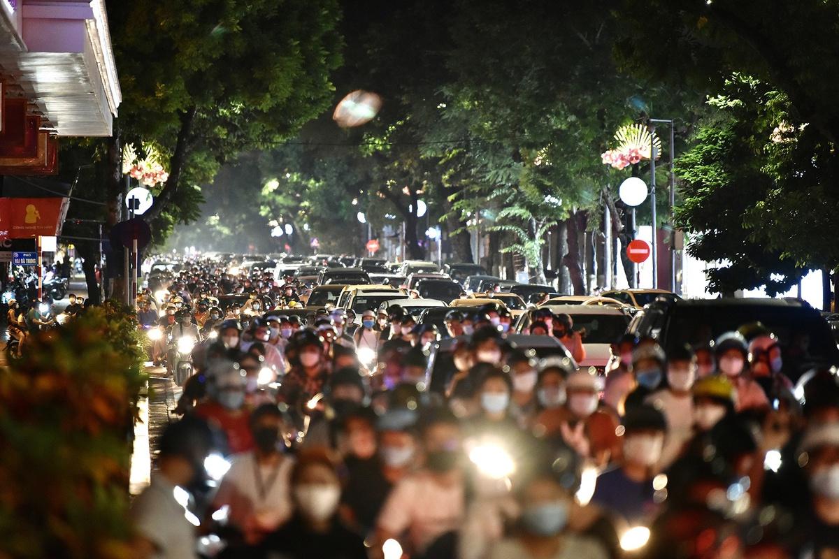 ADB lần thứ 3 hạ dự báo tăng trưởng GDP Việt Nam, xuống 3,8%