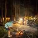 <p> Khi đến địa điểm cắm trại, các gia đình đi cùng nhau sẽ đốt lửa, nấu ăn và ngồi thư giãn. Nói chung, người Nhật thích không gian yên tĩnh và thiên về trải nghiệm hơn là những nơi vui chơi xô bồ. Ảnh:<em>AFP</em></p>