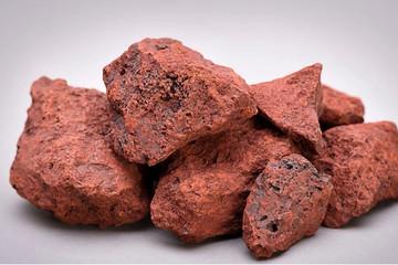 Giá quặng sắt vượt 100 USD/tấn sau khi Evergrande đạt thỏa thuận trả nợ lãi trái phiếu
