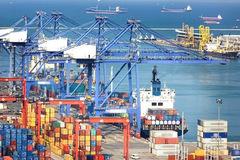 Kim ngạch xuất khẩu nửa đầu tháng 9 giảm hơn 27% và nhập siêu hơn 1,5 tỷ USD