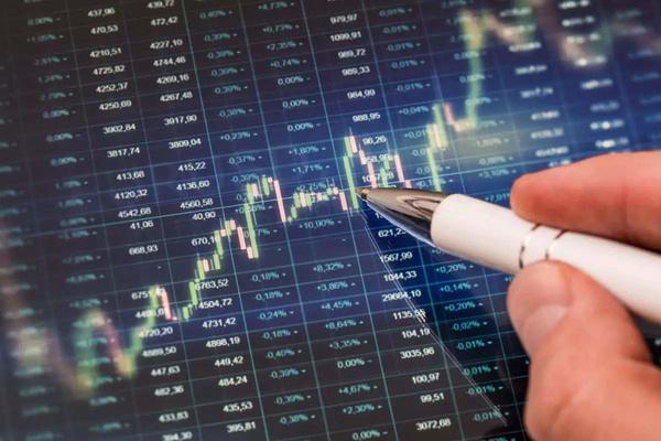 Hàng loạt cổ phiếu trên UPCoM tăng trần, VN-Index giảm điểm