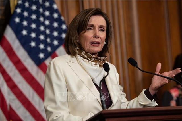 Chủ tịch Hạ viện Mỹ Nancy Pelosi phát biểu tại cuộc họp báo ở Washington, DC. Ảnh: AFP/TTXVN