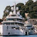 """<p class=""""Normal""""> Những người muốn đến xem show du thuyền phải mua vé với mức 330 USD/ngày đối với khách thường hoặc 1.100 USD/4 ngày nếu là dân chuyên nghiệp. Khách thường có thể mua vé thoải mái nhưng nếu là dân chuyên nghiệp thì điều kiện cần để được tham gia là phải chứng minh được bản thân là người trong ngành du thuyền hoặc một ngành công nghiệp xa xỉ nào đó khác.<span style=""""color:rgb(34,34,34);"""">Ảnh:</span><em style=""""color:rgb(34,34,34);"""">Super Yacht Times</em></p>"""