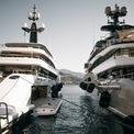 """<p class=""""Normal""""> Trong số những du thuyền lớn nhất được trưng bày ở ngoài khơi Monaco, nổi bật là Benetti IJE dài 108m, Artefact 80m của Nobiskrug và chiếc Victorious mới hoàn thành của AK Yacht.<span style=""""color:rgb(34,34,34);"""">Ảnh:</span><em style=""""color:rgb(34,34,34);"""">Super Yacht Times</em></p>"""