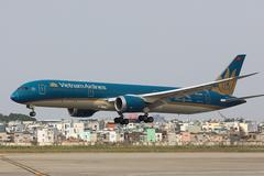 Các hãng hàng không quan điểm trái chiều về giá sàn vé máy bay