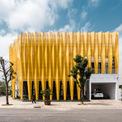 """<p class=""""Normal""""> Công trình là một tòa nhà đơn lập được xây dựng ở TP Thanh Hóa với mặt tiền độc đáo.Nhà quay mặt về hướng tây và nam, do đó kiến trúc sư của T-Architecs phải tìm giải pháp điều hòa nhiệt độ quanh năm.</p>"""
