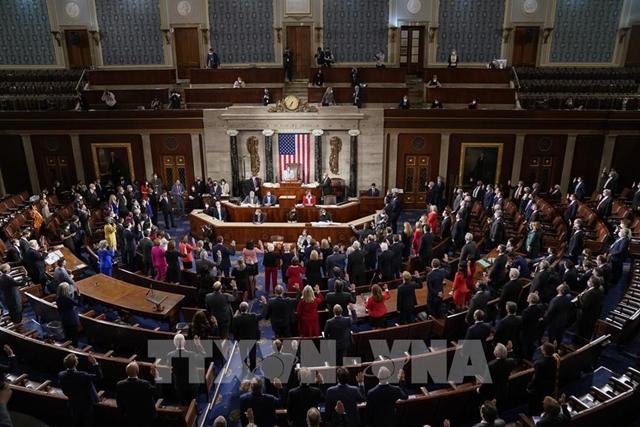 Chủ tịch Hạ viện Mỹ Nancy Pelosi chủ trì phiên tuyên thệ của các Hạ nghị sĩ Quốc hội khóa 117 tại Washington DC., ngày 3/1/2021. Ảnh: AFP/TTXVN