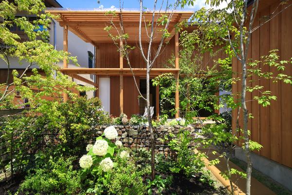 Khu vườn 12 m2 trong không gian thị trấn nhỏ