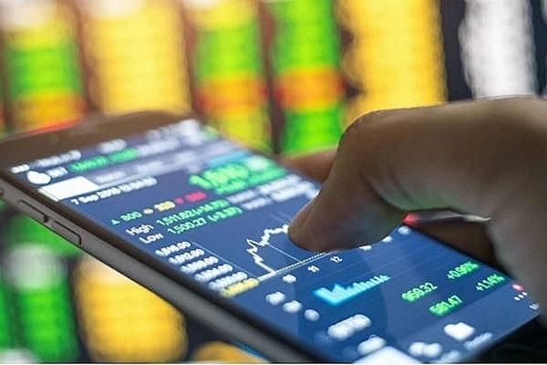 Áp lực bán mạnh cuối phiên, VN-Index giảm hơn 26 điểm