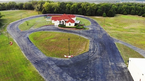 Ngôi nhà mơ ước của các tín đồ đua xe