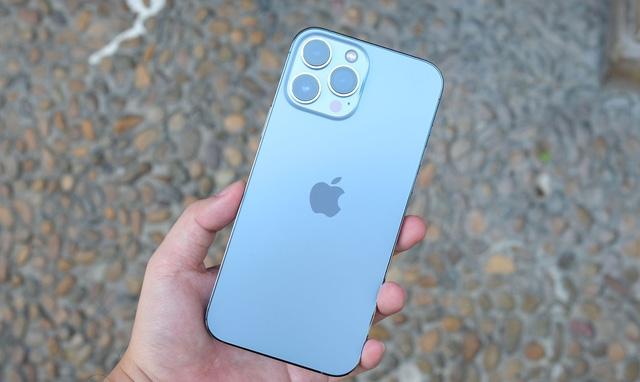 iPhone 13 Pro Max xách tay giảm giá mạnh sau 2 ngày về Việt Nam.