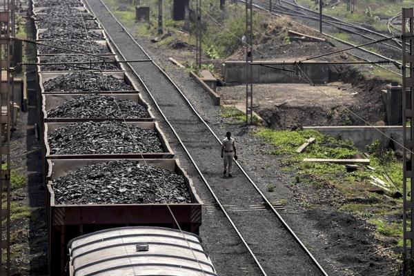 Ấn Độ lún sâu vào khủng hoảng thiếu than