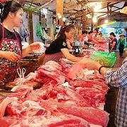 Giá thịt lợn chợ dân sinh hạ nhiệt, sức mua thấp