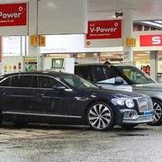 Bi hài khủng hoảng thiếu nhiên liệu ở Anh: Ôtô Bentley của Cristiano Ronaldo chờ 7 tiếng không đổ được xăng