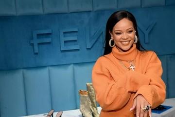 Rihanna nói về danh hiệu nữ tỷ phú: 'Mỗi USD kiếm được tôi muốn trả lại'