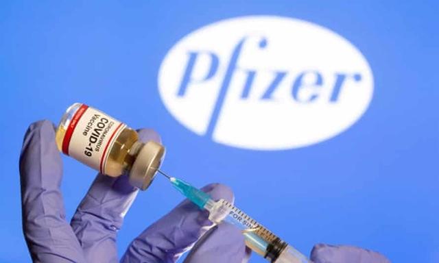 Vaccine ngừa Covid-19 Pfizer/BioNTech có hiệu quả cao trong việc ngăn ngừa bệnh nặng trong ít nhất 6 tháng sau khi tiêm đủ 2 liều. Ảnh: Reuters.