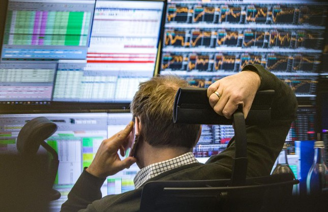 Khối ngoại bán ròng trở lại 570 tỷ đồng trong phiên 6/10, HPG và NVL là tâm điểm