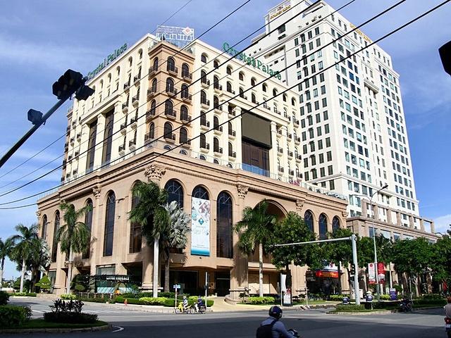 Trung tâm hội nghị tiệc cưới Crystal Palace tại đường Nguyễn Lương Bằng là một trong 9 tài sản đảm bảo của khoản nợ đang được BIDV rao bán.