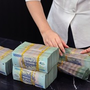 Lãi suất huy động giảm ở ngân hàng lớn