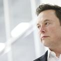 """<p class=""""Normal""""> <strong>2. Elon Musk, CEO Tesla</strong></p> <p class=""""Normal""""> Tài sản: 190,5 tỷ USD</p> <p class=""""Normal""""> Tính đến ngày 3/9, Elon Musk là tỷ phú giàu thứ hai của Mỹ. Tuy nhiên, theo bảng xếp hạng thời gian thực (Real Time) của <em>Forbes</em>, Elon Musk đã vượt qua Jeff Bezos để trở thành tỷ phú giàu nhất thế giới. Bên cạnh Tesla, Musk còn là đồng sáng lập công ty công nghệ vũ trụ SpaceX – một trong những startup giá trị nhất nước Mỹ. (Ảnh: <em>Bloomberg</em>)</p>"""