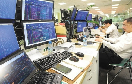Khối ngoại bán ròng khớp lệnh gần 2.000 tỷ đồng trên HoSE trong tuần 4-8/10, đột biến ở TPB và HPG
