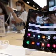 Samsung Electronics lãi đậm nhờ con chip và điện thoại gập