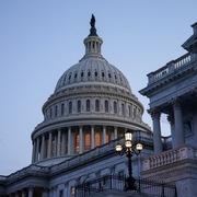 Quốc hội Mỹ đạt thỏa thuận tránh nguy cơ vỡ nợ trong 2 tuần tới