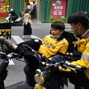Hãng giao đồ ăn lớn nhất Trung Quốc bị phạt hơn nửa tỷ USD