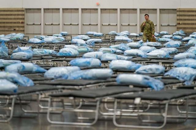 Một bệnh viện dã chiến ở Texas, Mỹ phục vụ điều trị bệnh nhân Covid-19. Ảnh: Reuters.