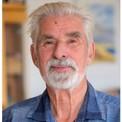 """<p class=""""Normal""""> Viện Hàn lâm Khoa học Hoàng gia Thụy Điển ngày 5/10 trao giải Nobel Vật lý cho Syukuro Manabe (Đại học Princeton, bang New Jersey, Mỹ), Klaus Hasselmann (Viện Khí tượng Max Planck, Hamburg, Đức) và Giorgio Parisi (Đại học Sapienza, Rome, Italia).</p> <p class=""""Normal""""> Manabe và Hasselmann đặt nền móng cho tri thức của nhân loại về khí hậu Trái Đất và tác động của con người. Trong khi đó, Parisi được vinh danh nhờ những đóng góp mang tính đột phá cho lý thuyết vật liệu hỗn độn và các quá trình ngẫu nhiên.</p> <p class=""""Normal""""> Từ trái sang là Giorgio Parisi, Klaus Hasselmann và Syukuro Manabe. Ảnh: <em>AP/EPA.</em></p>"""