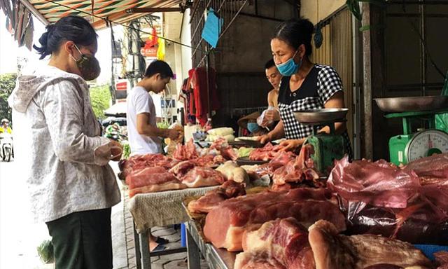Giá lợn tụt dốc không phanh, cách nào ứng cứu?